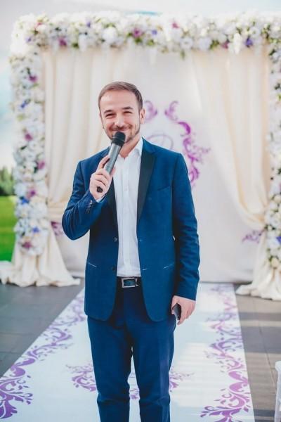 Современный ведущий на свадьбу Саша Барин